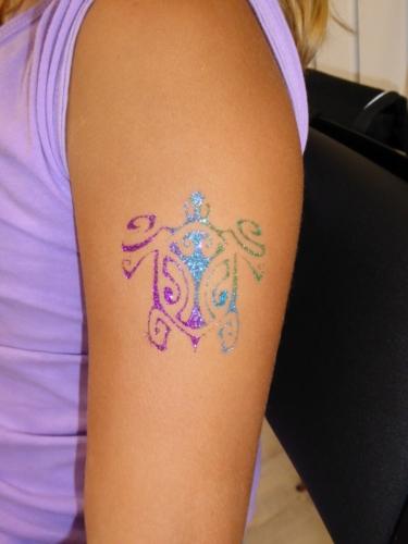 "tatouage éphémère ""tortue polynésienne"""